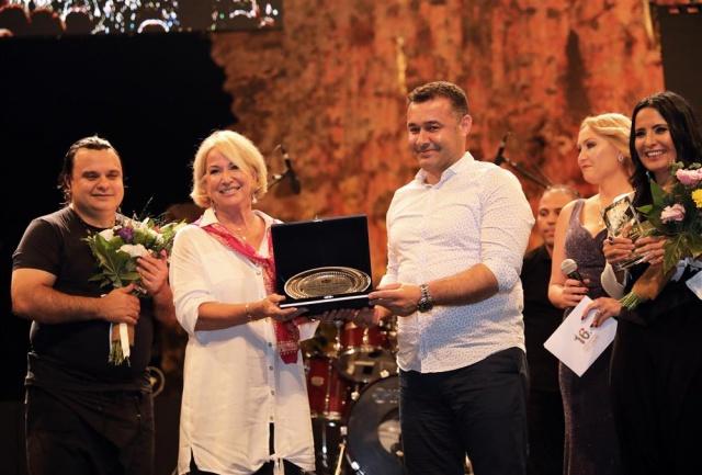 Alanya caz konserinde Barış Manço ile finali