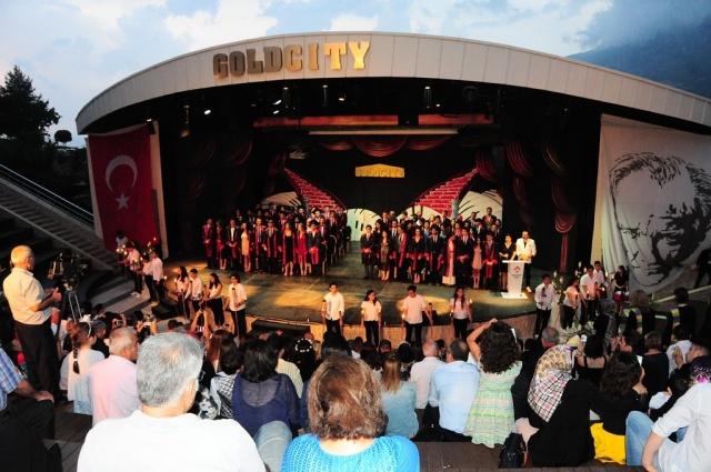 Alanya Bahçeşehir'de mezuniyet coşkusu