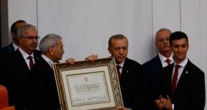 Cumhurbaşkanı Erdoğan mazbatasını aldı