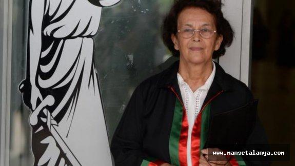 Alanyalı kadının okuma azmi. 74 yaşında cübbe giydi