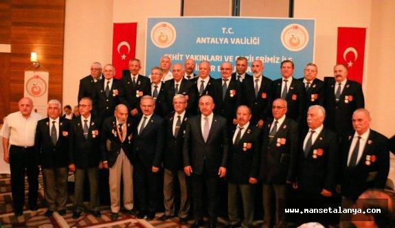 Bakan Çavuşoğlu, Antalya'da şehit yakınları ve gazilerle iftarda buluştu