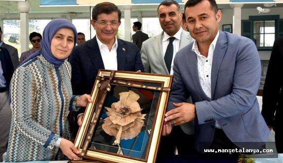 Davutoğlu çiftine, Başkan'dan hediye