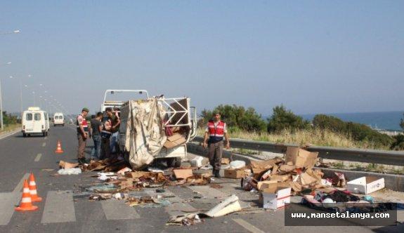 Otomobil kamyonete çarptı: 7 yaralı