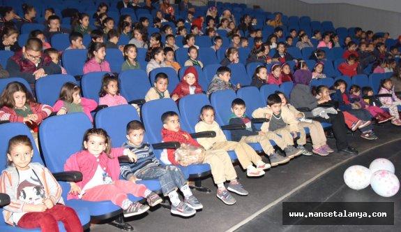 Alanya'daki kırsaldaki çocuklar tiyatro izledi