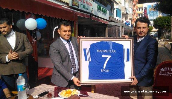Başkan Yücel, Mahmutlar'ı tebrik etti