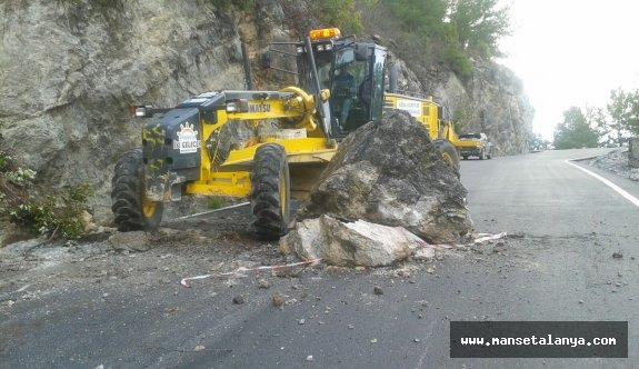 Gedevet yoluna düşen dev kaya...!