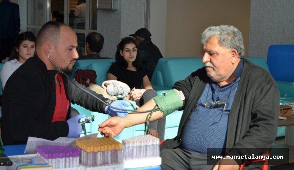 Türk Kızılay'ına sağlıkçılardan ve hasta yakınlarından tam destek