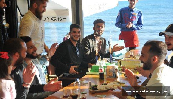 Birol'a yaş günü kutlaması