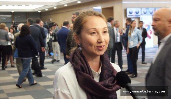 Ruslar, ALTSO'da sandık başında oy kullanıyor