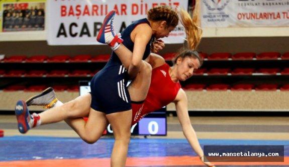 Kadınlar, Alanya'da güreşecek