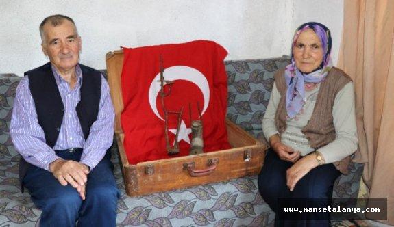 Gazi babasının protez bacağını çeyizi olarak taşıyor