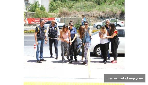 Alanya'ta şık giyinen 3 kadın hırsızlıktan yakalandı