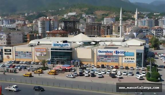 Antalya'da AVM'lerin bayramda tatil kararı iptal edildi