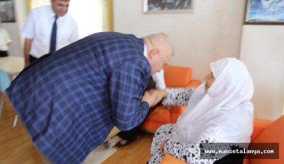 Şahin'e, yaşlılardan hayır duası...!