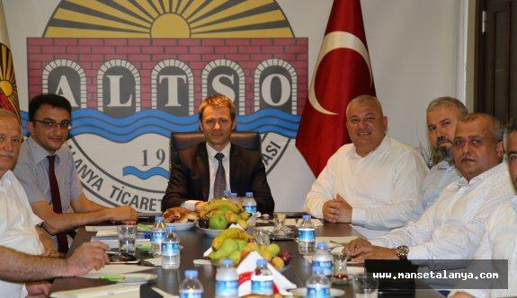 Antalya vergi dairesi başkanı, Alanya'da bilgilendirdi