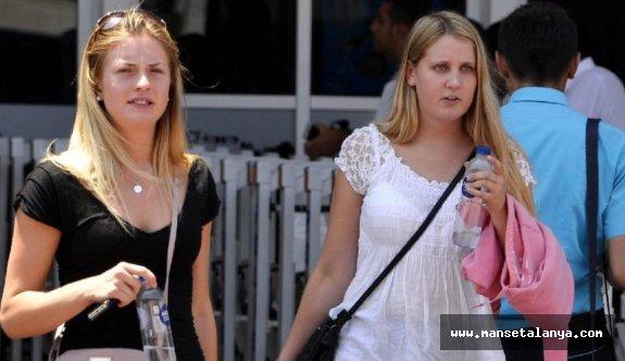 Haziranda Antalya'ya gelen her 100 turistten 42'si Rus