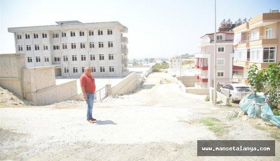 Alanya belediyesi Oba'ya sıcak asfalt döküyor