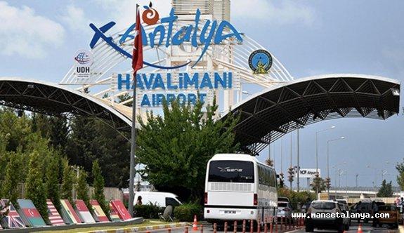 Antalya Havalimanı'na saatte 18 uçak indi
