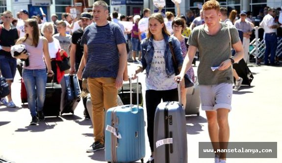 Antalya Havalimanı'nda Dakikada 113 Yolcu Trafiği