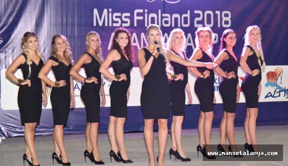 Alanya'da kamp yapan Finli güzeller görücüye çıktı