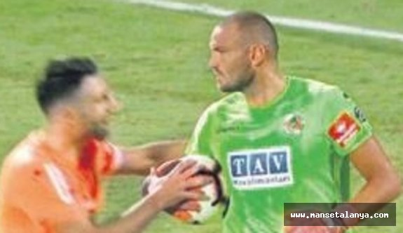 Alanyaspor-Trabzonspor maçında penaltı tartışması