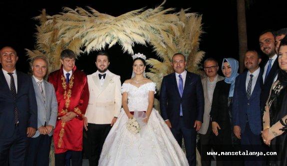 Bakan Çavuşoğlu, yeğenini evlendirdi