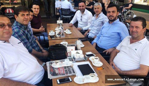 Grup toplantısına katılıyorlar ancak mecliste yoklar...!