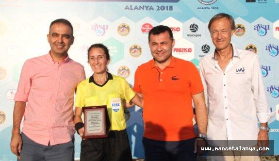İlk FIFA Kokartlı Plaj Futbolu Hakeminden Veda