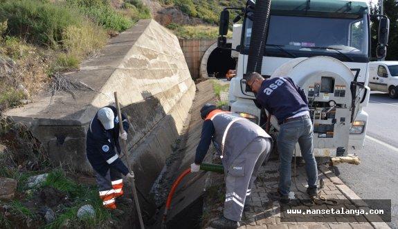 Tünellerdeki yağmur suyu giderleri temizleniyor