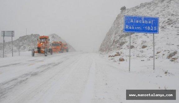 Antalya-Konya Karayolunda Ulaşıma Kar ve Tipi Engeli