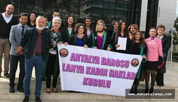 Alanya adliyesi önünde protesto ettiler!