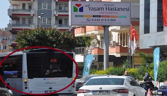 Alanya'da halk otobüsünde bayılan yolcu, hastaneye getirildi!
