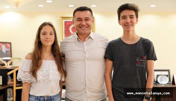 Türkiye birincileri sevinçleri, Yücel ile paylaştı