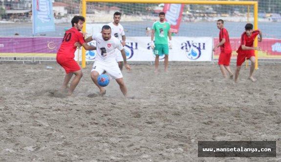 Alanya da plaj futbolu heyecanı sürüyor!