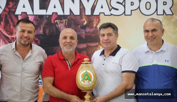Fenomenler grubundan Çavuşoğlu'na ziyaret