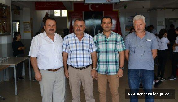 Türktaş öğrencilere ve velilere aşure ikram etti
