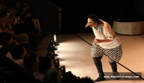Alanya belediye tiyatrosu sezonu açtı