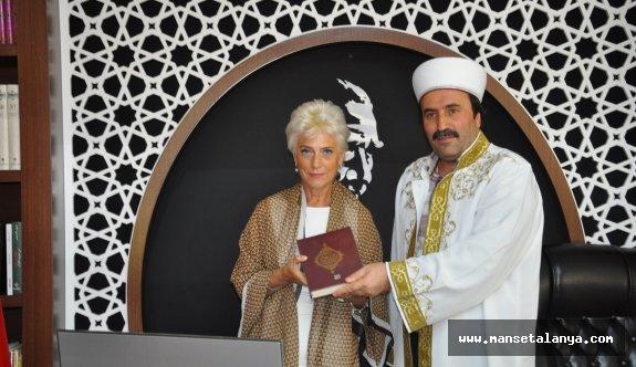 Alman kadın, Alanya'da müslüman oldu