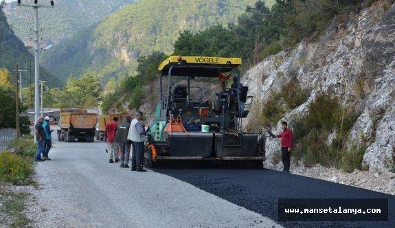 Alanya'da bozulan yollar hızla asfaltlandı