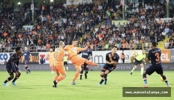 Alanyaspor-Başakşehir maçından dakikalar!