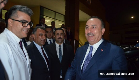 Bakan Çavuşoğlu'na hastanede birinfing