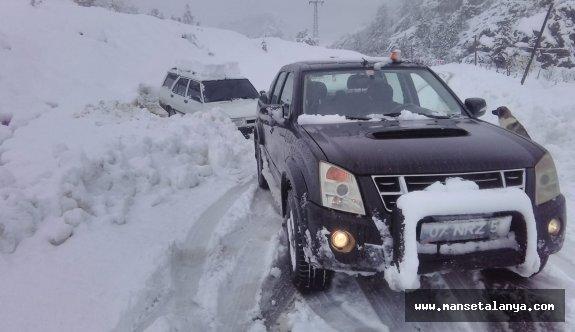 Kar yağışı nedeniyle kapanan yollar açılıyor