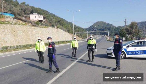 1179 Araçta 2809 Kişi Antalya Sınırından Geri Gönderildi