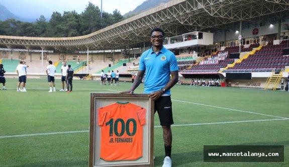 Fernandes 100. maçına çıktı