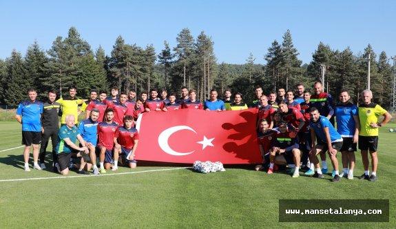 Alanyaspor dev Türk Bayrağı ile kutlama yaptı