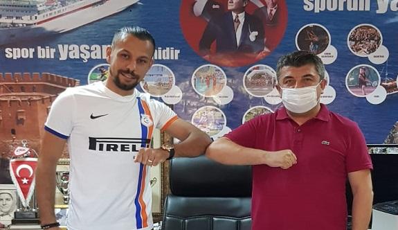 Şampiyon stoper Alanya Kestelspor'da