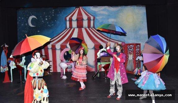 Alanya belediye tiyatrosu hız kesmiyor!