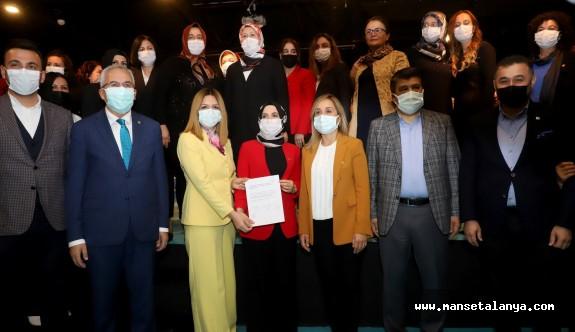 İşte Ak Parti Alanya teşkilatı kadın kollarının yeni yönetimi!