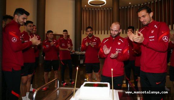 Milli takımda Efecan Karaca'nın doğum günü kutlandı