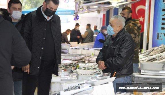 MHP'liler ucuz halk pazarında sorun dinliyor!
